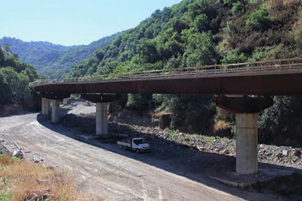 seismic isolation - S.ALESSIO AND S.STEFANO VIADUCTS, CALABRIA, ITALY